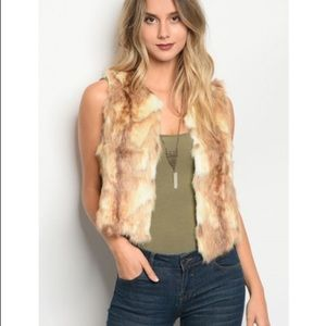 ESSUE Faux Fur Vest